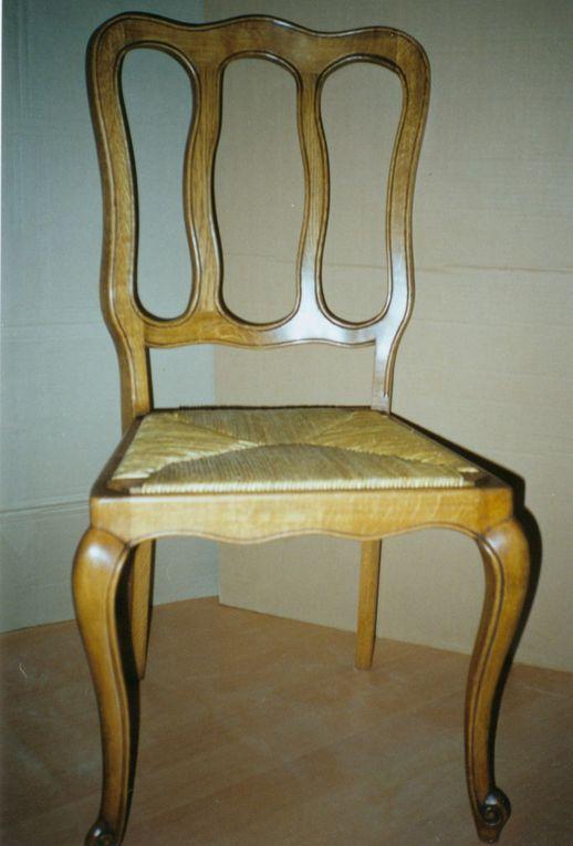 divers modèles et styles de chaises classiques en massif et de conception propre et sur mesure (assise paille - cuir - tissus)