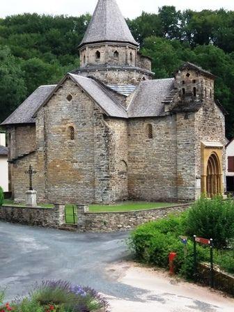 Hopital-Saint-Blaise : pont arrivée, église, coupole et gite.