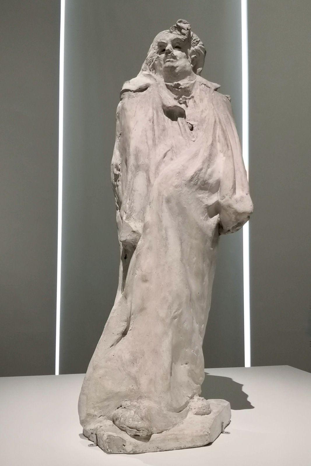 Auguste Rodin, Balzac, variante de l'étude finale avec cravate et amorce de capuchon sur l'épaule gauche, 1897, Plâtre retravaillé à l'outil, Musée Rodin, Paris