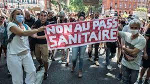 Contre le Pass sanitaire, de nombreux Français se lèvent au vu des intempérances sanitaires de M. Macron. (Belle manifestation hier à Paris).