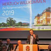 Bürgermeister Jürgen refererierte bei der Bürgerversammlung eine Stunde lang über eine Vielzahl von Projekten und Ereignissen - Veitshöchheim News