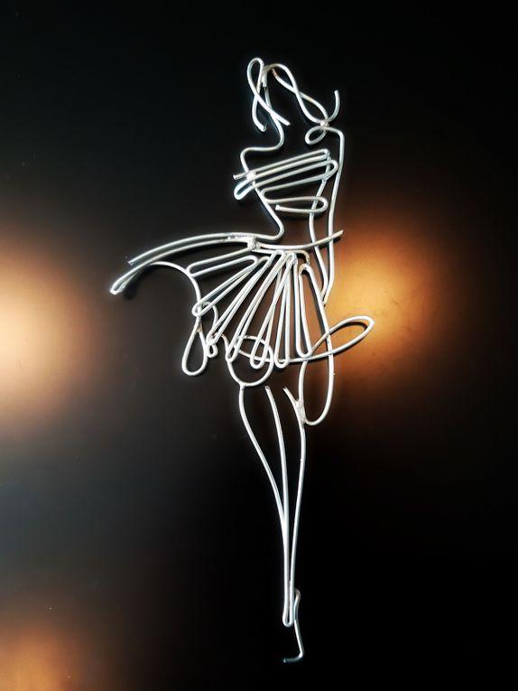 Miss Enzo - 9 x 9 x 20 cm Ht