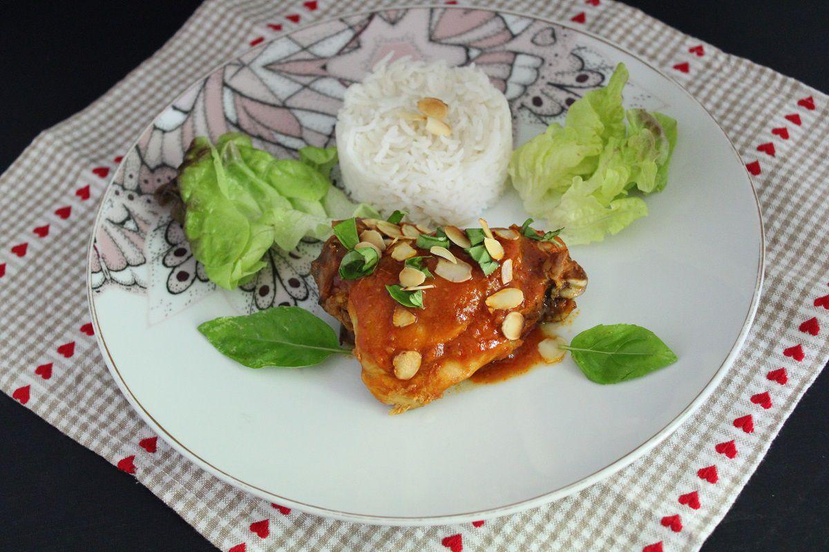Cuisses de poulet aux épices, amandes et basilic