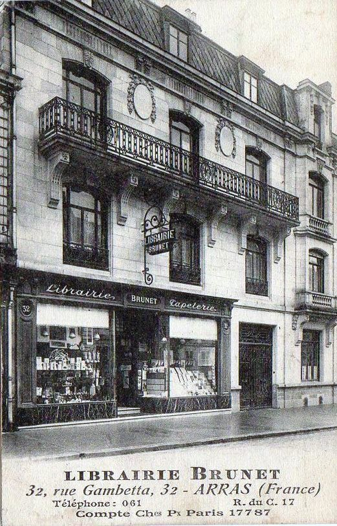 21 rue Gambetta. Ludovic Roussel, architecte, 1923 (inscriptions sur la façade) - Photographie avant la guerre : collection Jean-Claude Leclercq - Carte postales : collection privée.