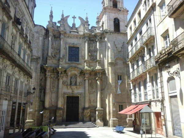 Photo d'un parc en arrivant. Puis photo de la cathédrale.