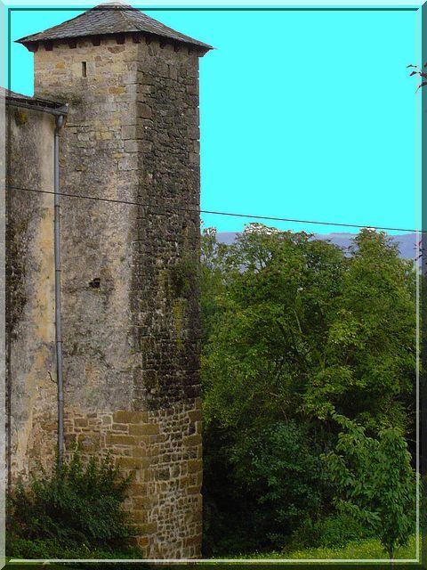 Diaporama église fortifiée et château de Buzeins