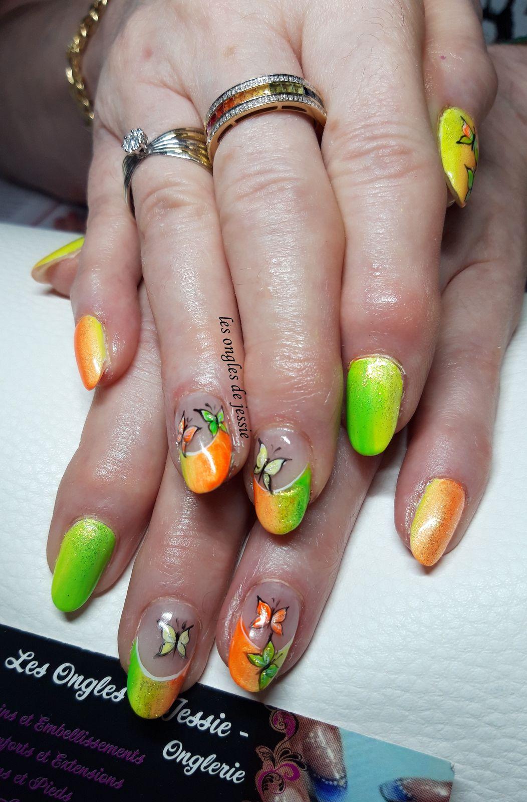 french orange jaune vert fluo nailart papillons