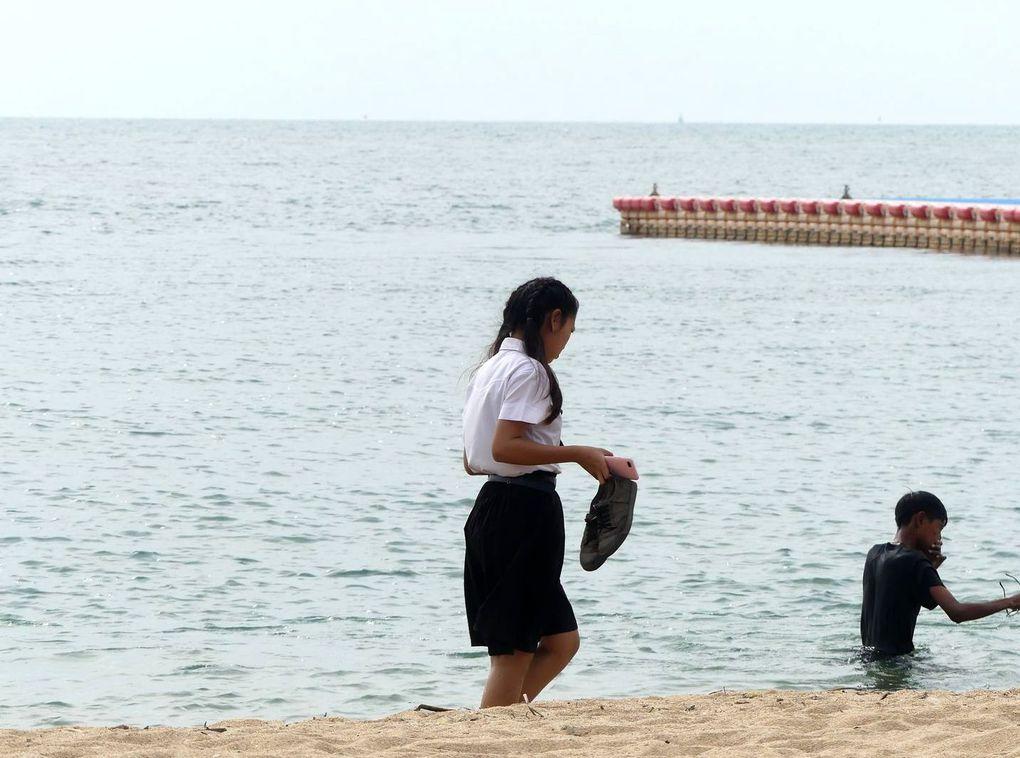 Une journée en semaine sur la plage de Ban Amphoe...