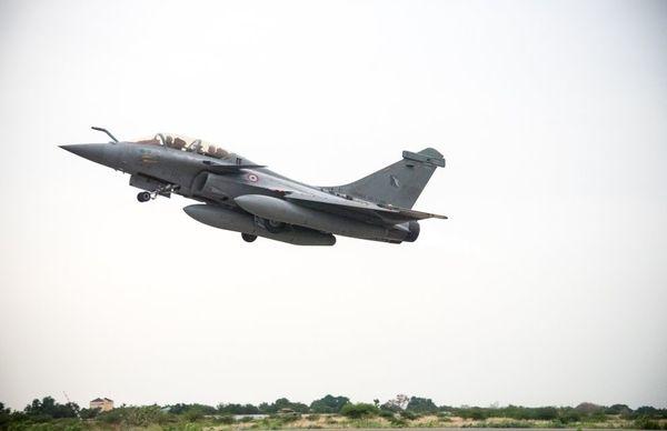 © EMA - Décollage d'un Rafale B depuis N'Djamena, en route pour le territoire français.