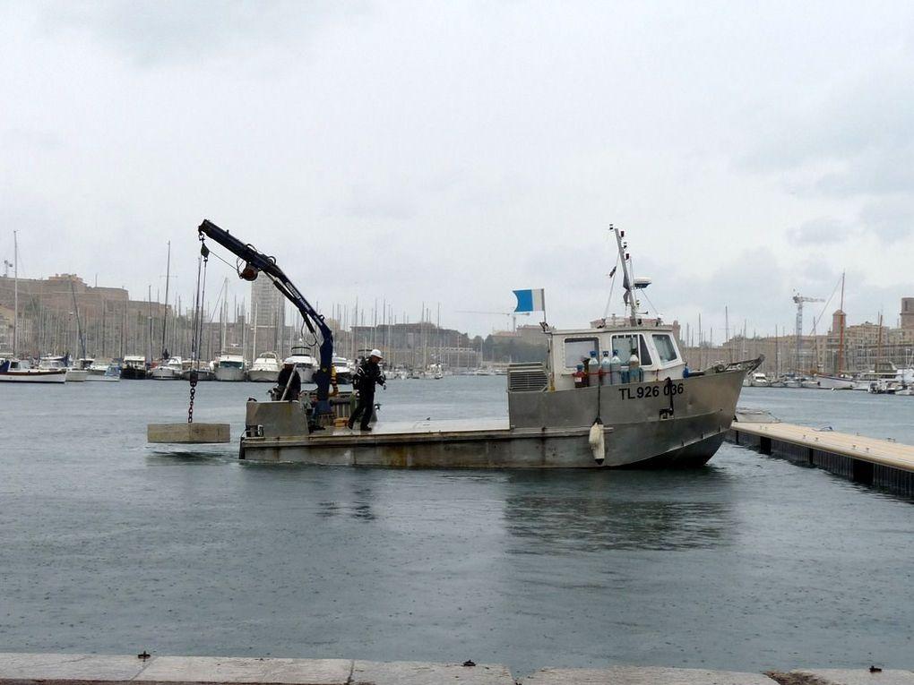 POLLUX , dans le port de Marseille