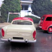FASCICULE N°3 SIMCA VEDETTE CHAMBORD DINKY TOYS REEDITION ATLAS 1/43 - car-collector.net