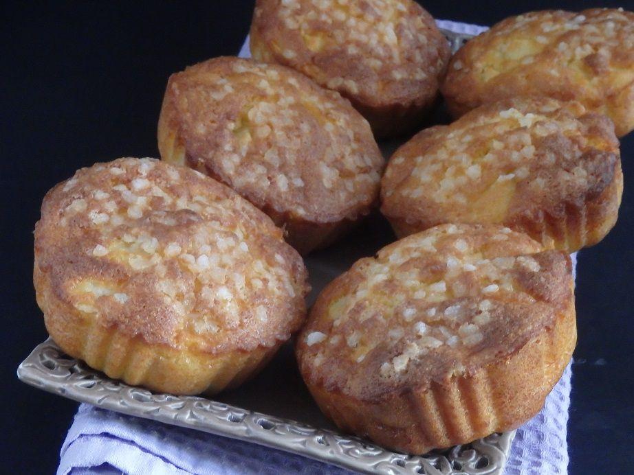 Petits gâteaux madeleines aux pommes et à la poire