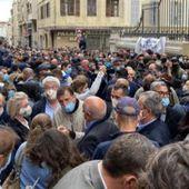 """Fermeture ! """" C'est catastrophique """" : bars et restaurants sous le choc + Covid-19 : fronde à Marseille contre les restrictions, Castex assume - MOINS de BIENS PLUS de LIENS"""
