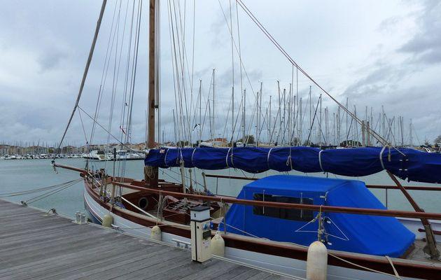 Ciel menaçant sur port Olona