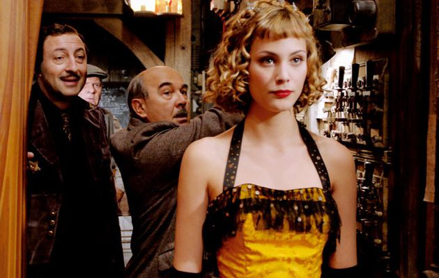 "Nora Arnezeder : la nouvelle ""frenchy chouchoute"" d'Hollywood"