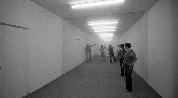 Public Space/Two Audiences @ Dan Graham 1976. Paris. photo. Eustache Kossakowski