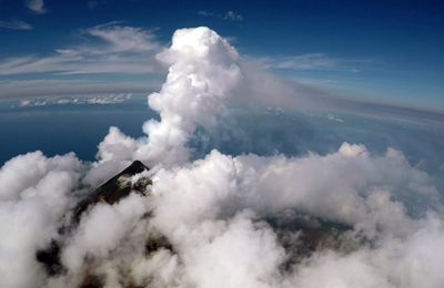 Aerial strategies advance volcanic gaz measurements at inaccessible, strongly degassing volcanoes.