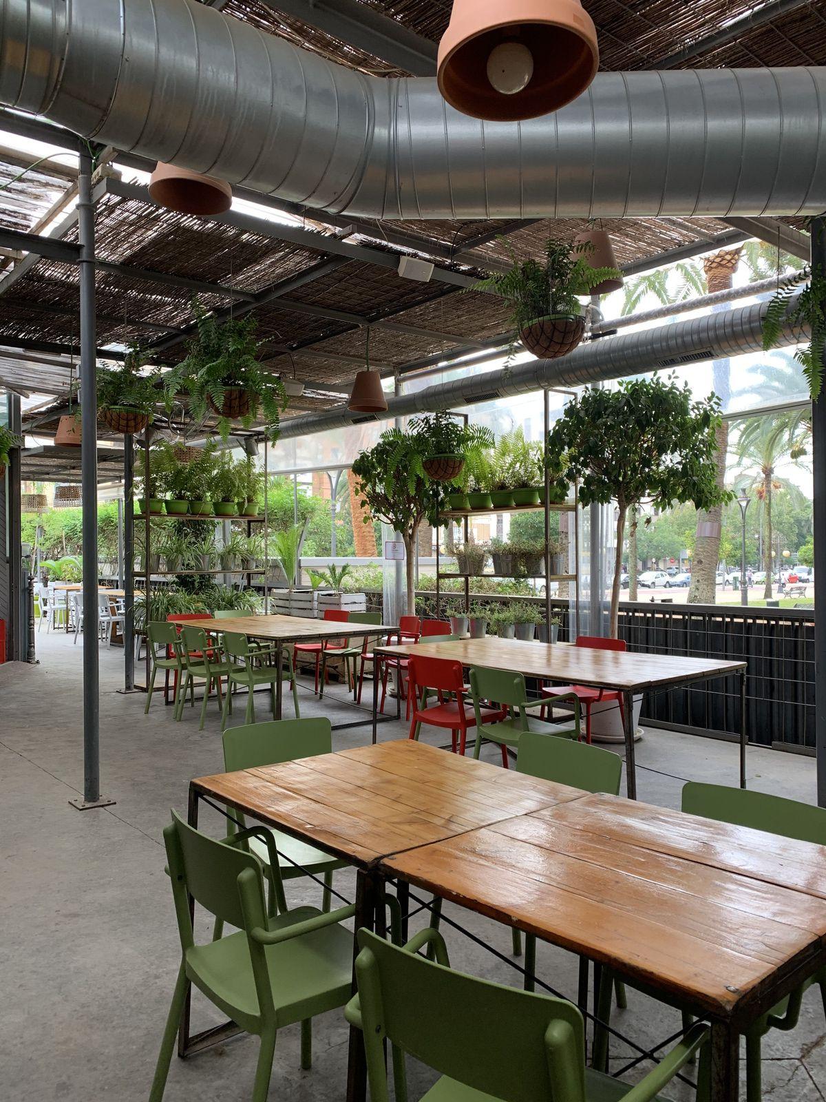 Mercado Victoria pour une halte gourmande au milieu d'un jardin