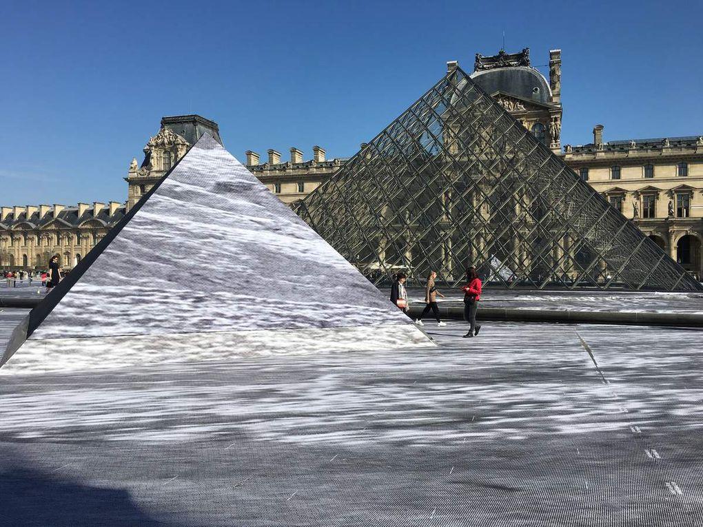 JR fête les 30 ans de la Pyramide du Louvre