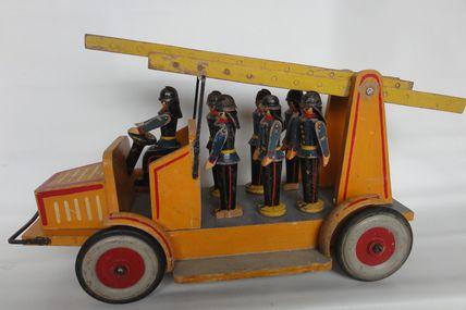 jouet camion de pompiers en bois Erzgebirge