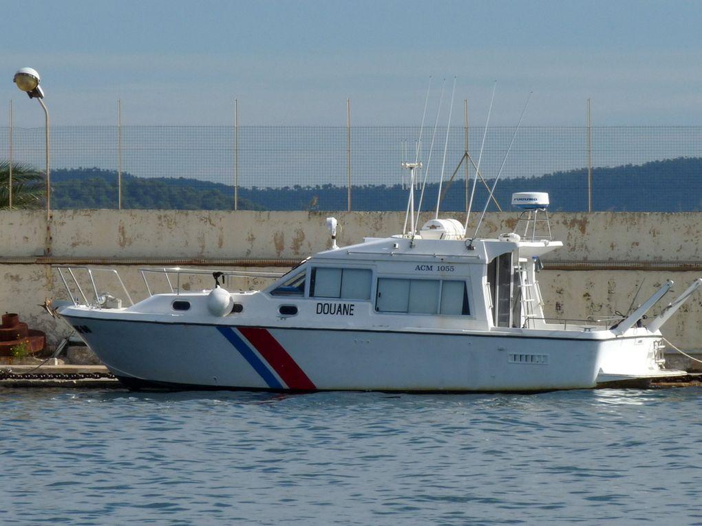 AUDE  DF 80 , vedette des Douanes dans le port de Port Pothuau , Hyères