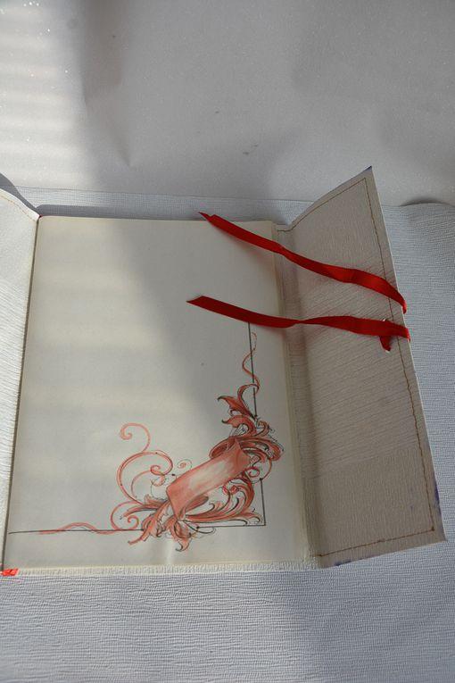 Scrapbooking:  Quaderno con copertina carta da parati, fogli riciclati e decorazioni