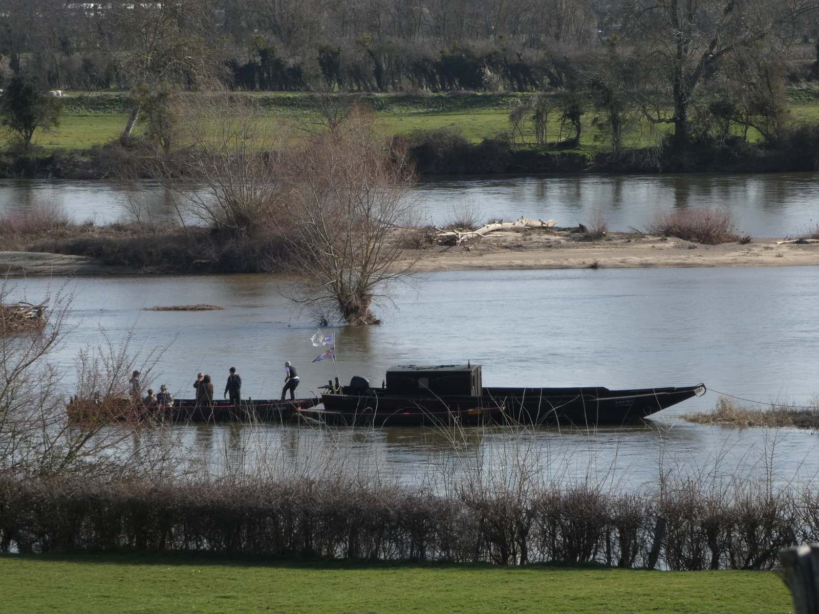 Le train de bateaux chavan vu d'Embraud (photo sabine mouche)