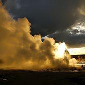 """USA:La caldeira du volcan Yellowstone n'est entrée en éruption que trois fois au cours des deux derniers milliards d'années, mais l'actuel """"comportement instable"""" de ce supervolcan américain suscite des inquiétudes. - MOINS de BIENS PLUS de LIENS"""