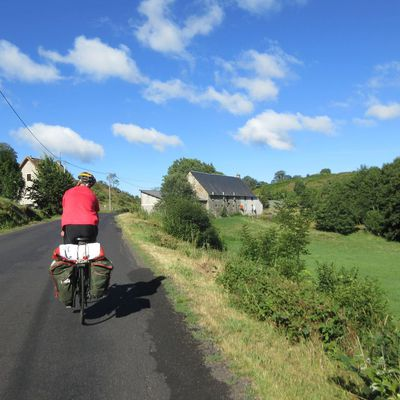 Cyclocamping Auvergne 4/6  la route vers le Cantal