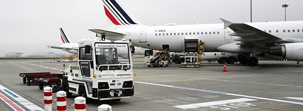 An autonomous baggage tractor tested in real conditions at Toulouse Airport