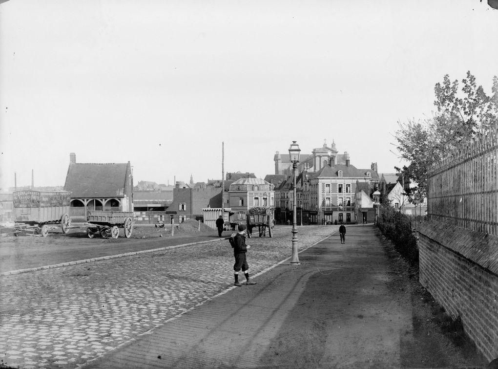 La rue Méaulens prolongée. Photographies de Joseph Quentin, Musée des Beaux-Arts d'Arras.