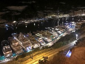 Bonifacio envahi par les yachts, Cannes en feu d'artifice, Alicante que calor !