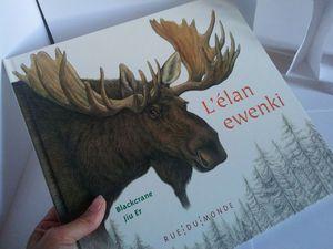 L'élan ewenkide Blackcrane pour le texte et de Jiu Er pour les illustrations, Rue du Monde