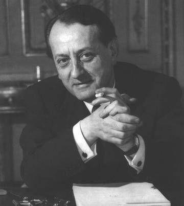 André Malraux, premier ministre de la Culture : https://www.culture.gouv.fr/Nous-connaitre/Decouvrir-le-ministere/Histoire-du-ministere/L-histoire-du-ministere/Les-ministres/Andre-Malraux