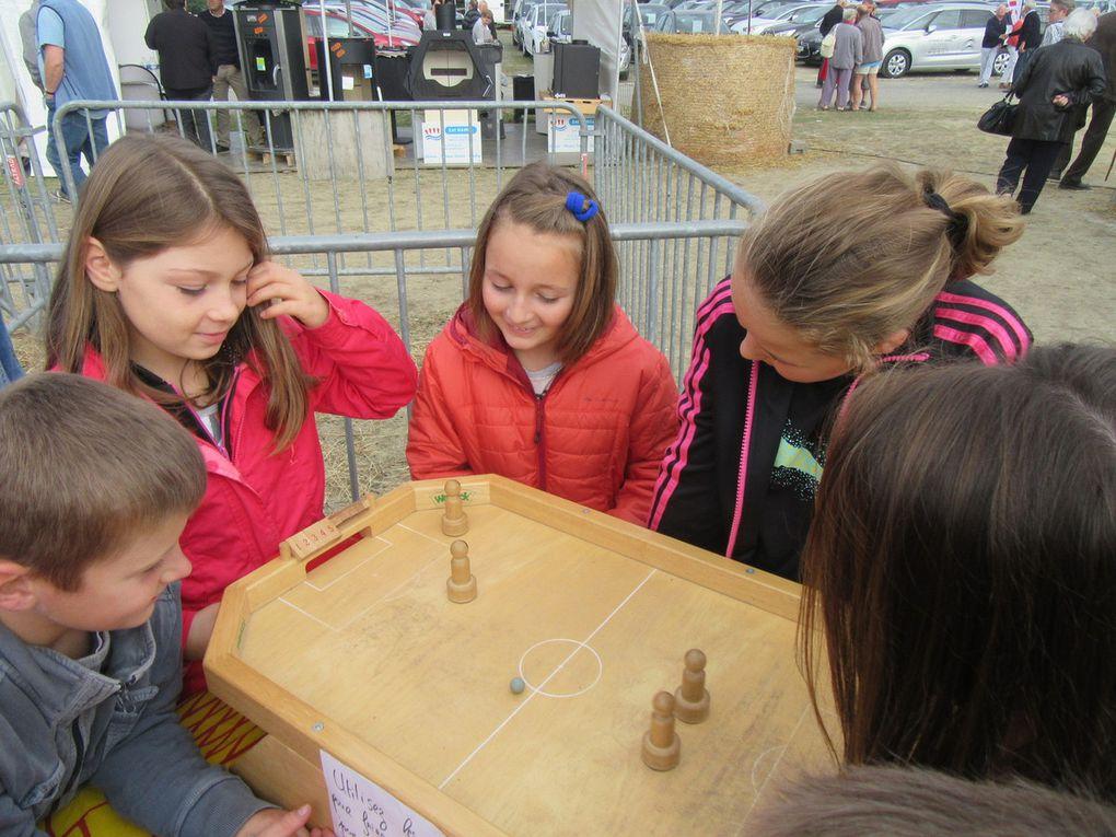 Les jeux en bois ont attiré les enfants.