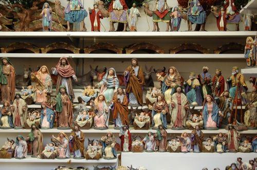 Barcelone, la foire de Ste Lucie - les caganers - Emili Sole dans son atelier, Nativité - Rois Mages de Bertran - Carlos Delgado : Vierge, musiciens, suite des Mages.