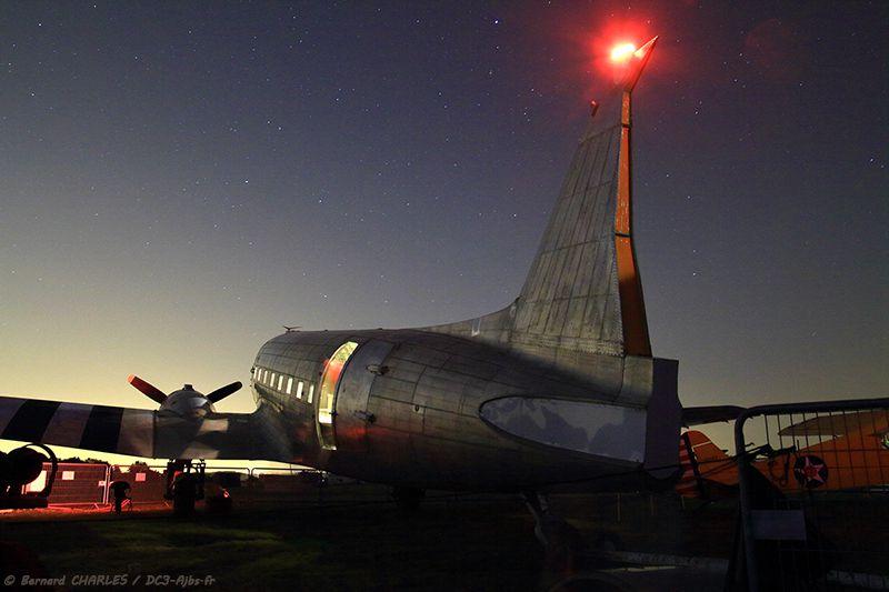 19 mai 2018 : Photos de nuit pendant le meeting et DC-3 allumé pour plus d'effets