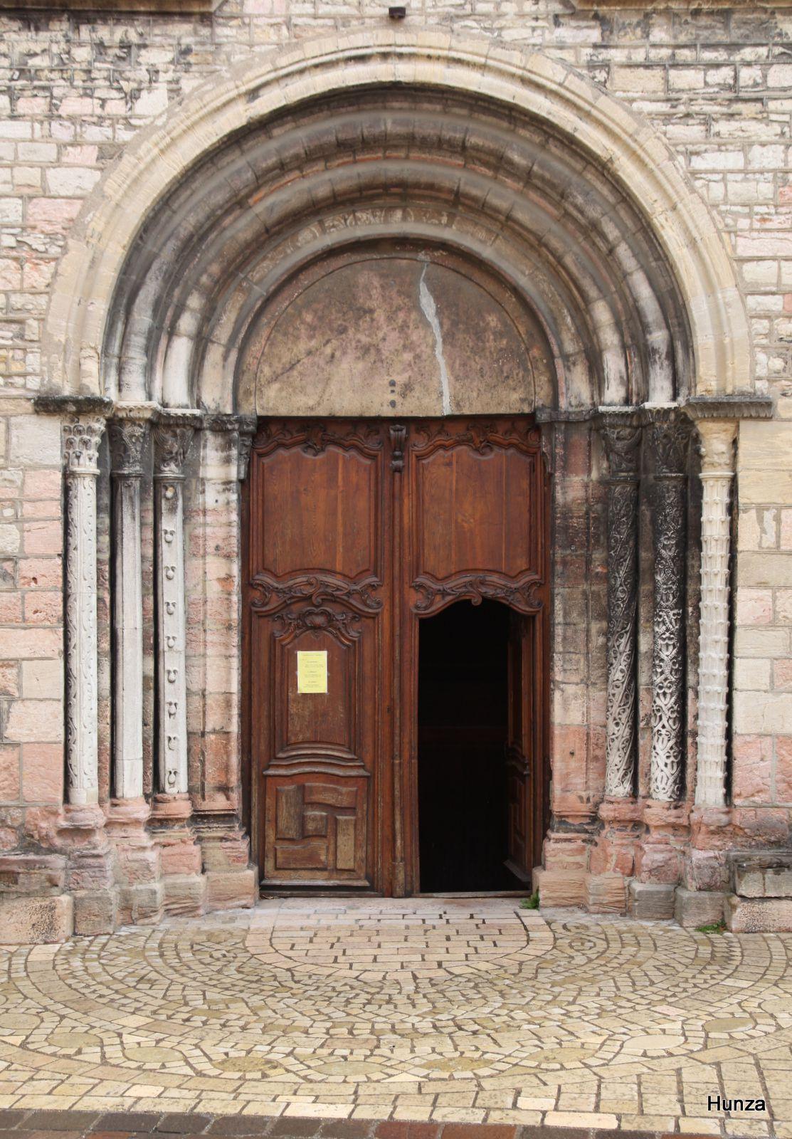 Tournus, portail de l'église Sainte-Madeleine