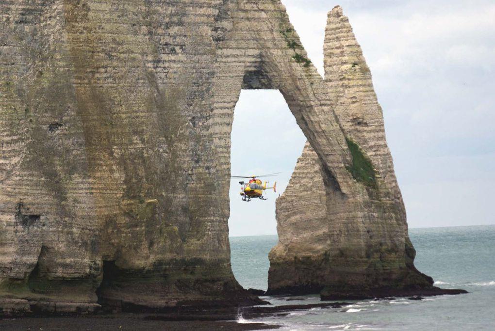 Le nouveau Dragon 76 est l'Eurocopter EC-145 F-ZBPV, ici en intervention à Etretat.
