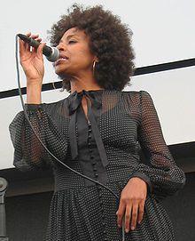 malia, une belle chanteuse britannico-malawite qui se fit connaitre en 2002sur un succés pop arrangé par andré manoukian