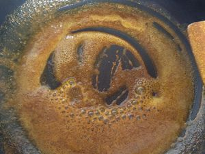 Saumon grillé et crevettes épicées en croûte de sésame