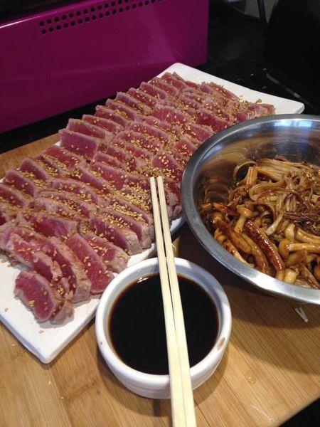 Tataki de thon et champignons japonais à la plancha