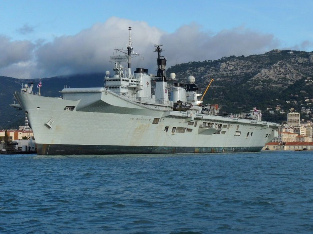 ILLUSTRIOUS  R06 , Porte avions léger de la Royal Navy