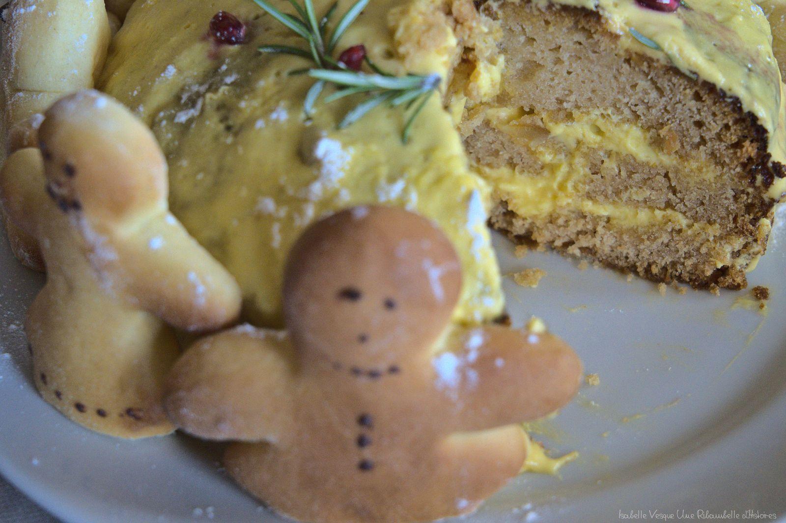Gâteau de pain d'épice nappé de crème au beurre citronnée