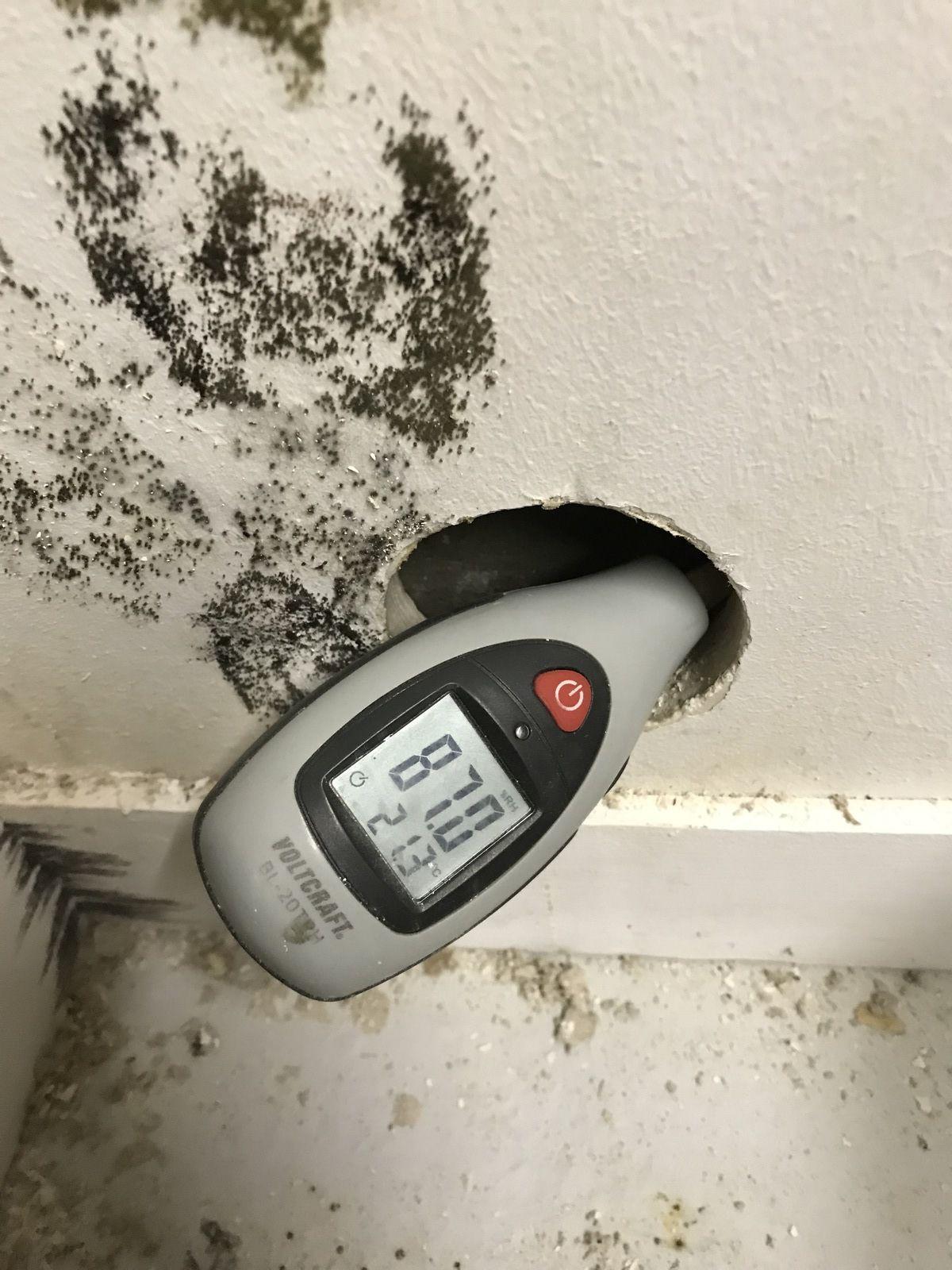 Qu'est ce qui peut causer un fort taux d'humidité dans une maison ?