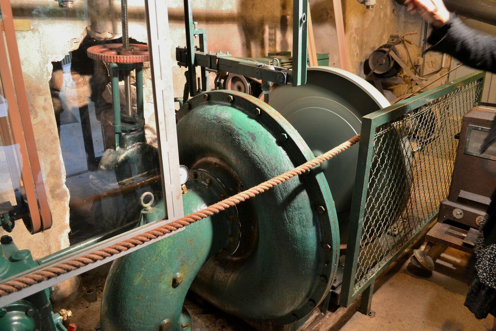 """Le vizézy et la """"turbine Francis"""" du moulin des Massons..."""
