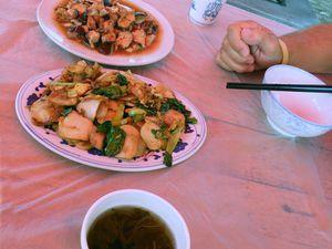 Le repas est ellement bon et copieux que nous demandons à emporter les restes pour le dîner.