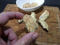 1 - prenez les moules déjà cuites à la marinière dans leur moitié de coquille, les farcir généreusement de beurre d'herbes et les recouvrir d'une couche de chapelure de noisettes grillées. Les disposer dans des cuillères à apéritif, les passer quelques minutes au grill du four pour qu'elles gratinent sans qu'elles ne se dessèchent. Régalez vous !!