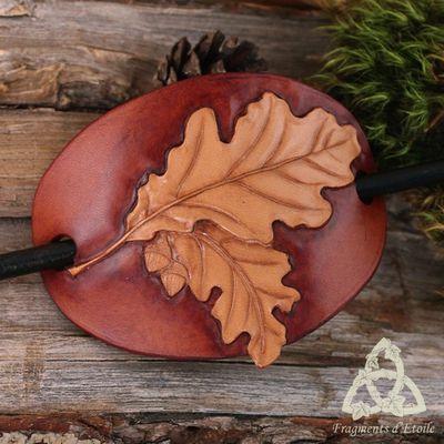 Une barrette en cuir pour la tignasse emmêlée de Madame la Fée