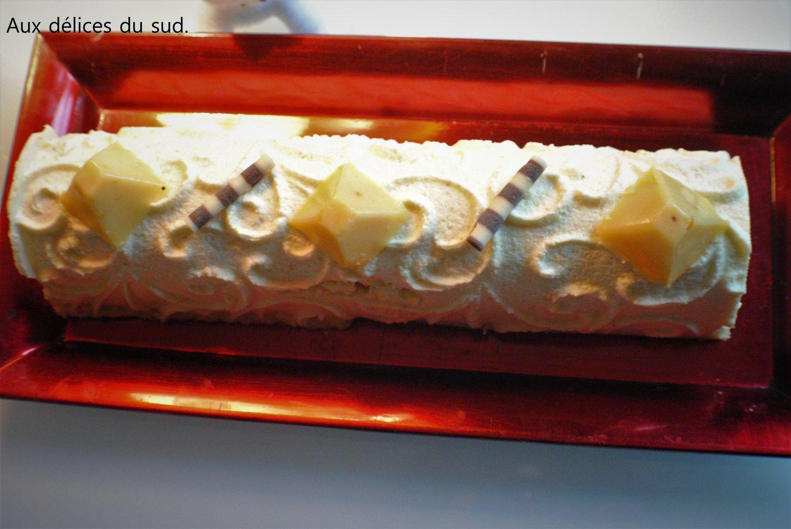 Bûche à la mousse au  fromage blanc et son coeur à la clémentine .